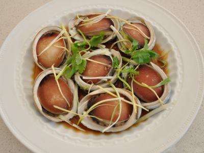 Cách sơ chế bào ngư điêu luyện của đầu bếp tại nhà hàng hải sản Đà Nẵng