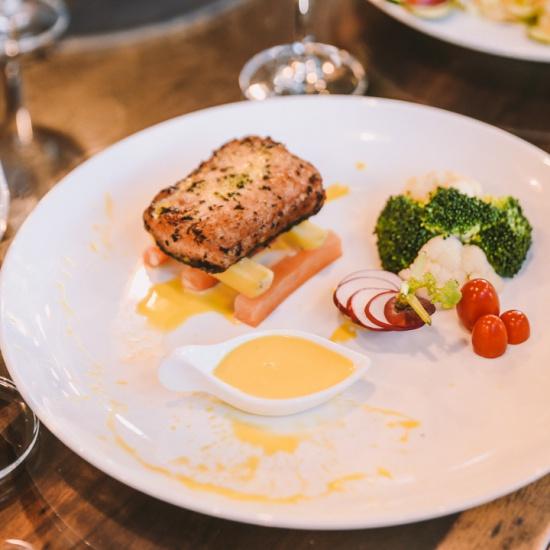 Salad cá Hồi chanh dây