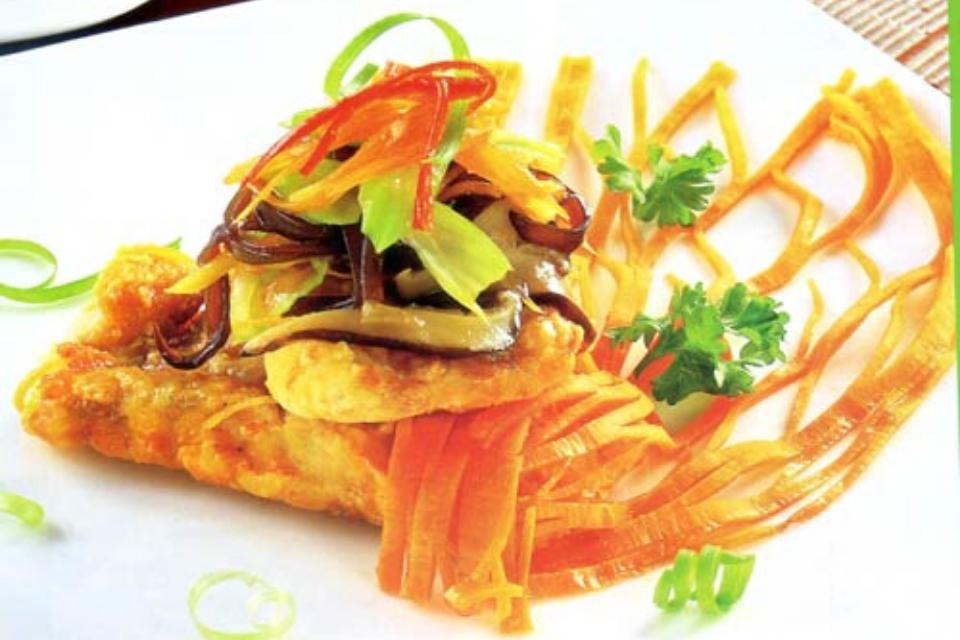 Cá sốt ngũ liễu là món ăn hoàn hảo và đẹp toàn diện cả về hương sắc và cách tạo hình