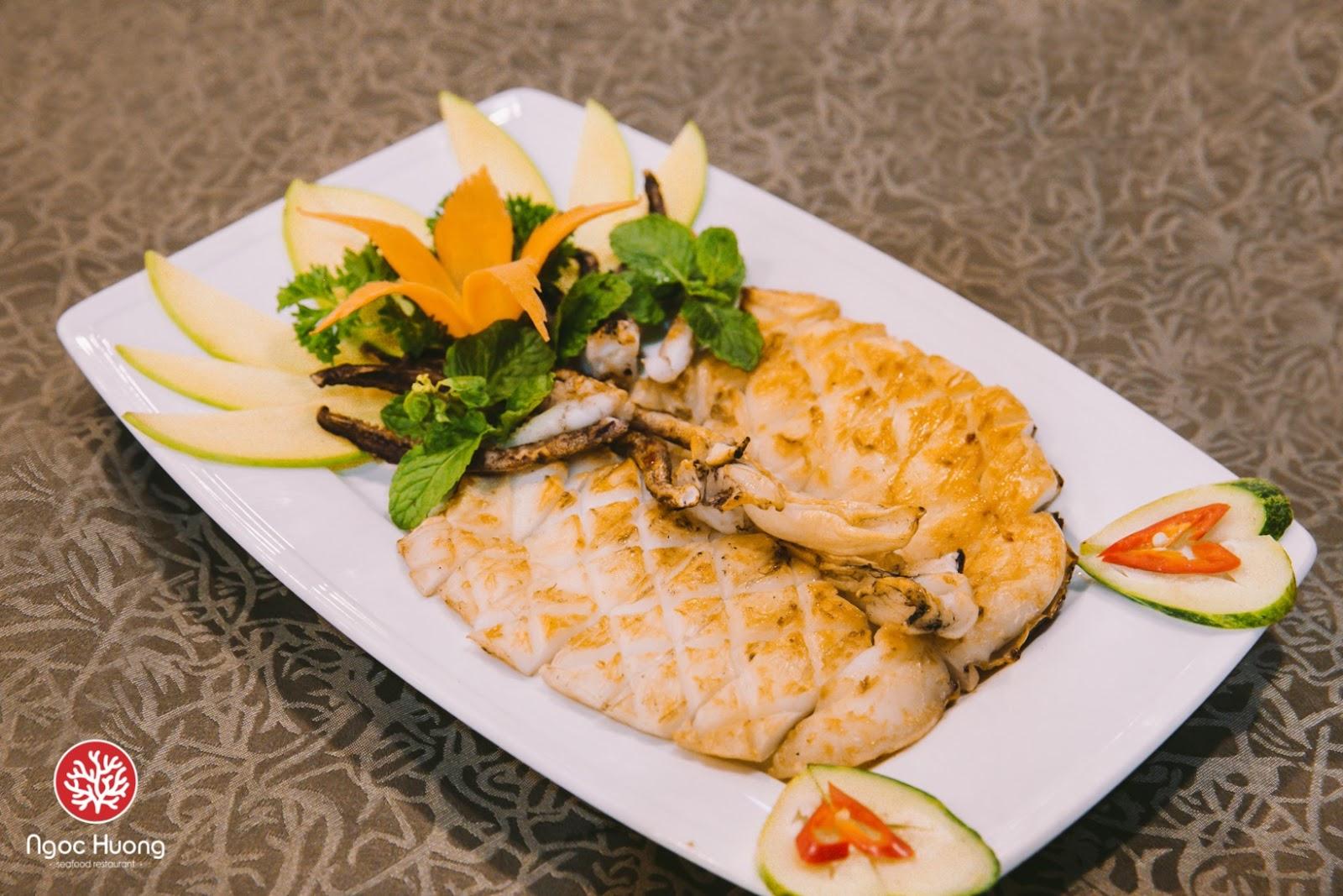 Mực nướng tại nhà hàng hải sản Ngọc Hương rất ít dầu mỡ và calo